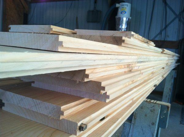 cortar varias planchas de madera con sierra circular